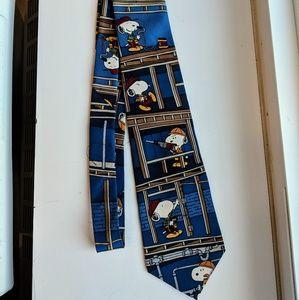 Peanuts Snoopy 100% silk tie.